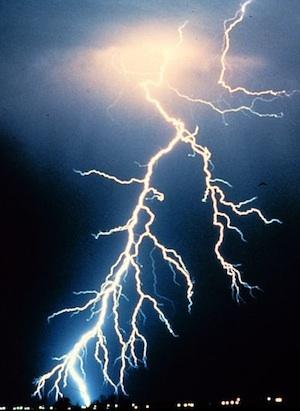 Schützen Sie Ihre Hardware vor Blitzeinschlag!